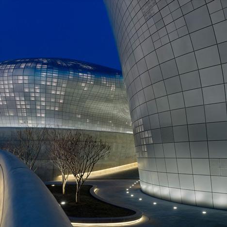 dongdaemun-design-park-and-plaza-by-zaha-hadid_dezeen_1sq