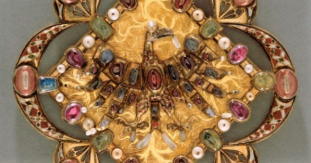 OBRA DE ARTE DA SEMANA: Fivela-relicário com águia
