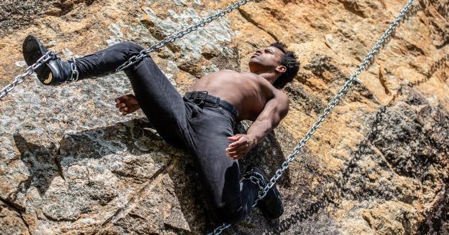 Performance circense sobre o mito grego de Prometeu essa semana em Florianópolis