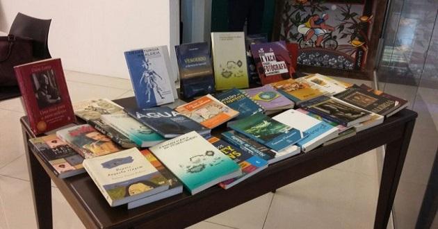 Emprestar ou não os próprios livros?