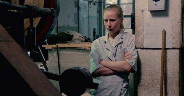 Desconhecido, crítico e potente: A garota da fábrica de fósforos (1990), de Aki Kaurismäki